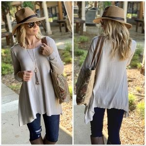 ✨RESTOCK✨Light gray asymmetrical long sleeve tunic